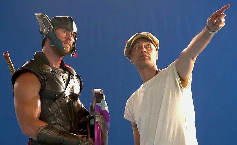 Chris Hemsworth  i   Taika Waititi  na setu filma Thor: Ragnarok